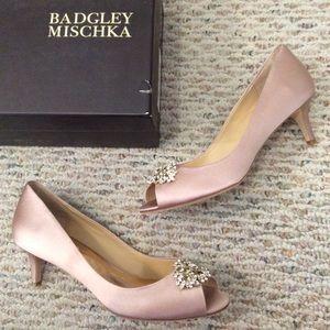 🆕 Badgley Mischka blush pink jeweled crystal heel